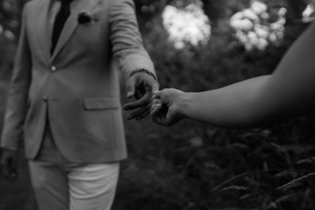Hochzeitsreportage in Hannover - Paar Shooting schwarzweiß
